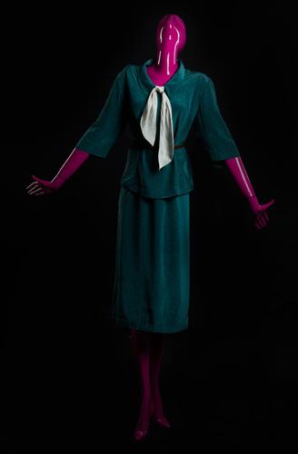 Женщина в костюме - стадия 5