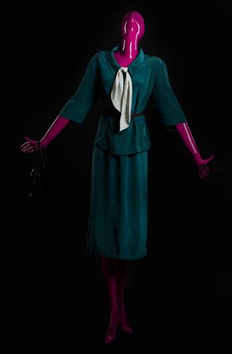 Женщина в костюме - стадия 6
